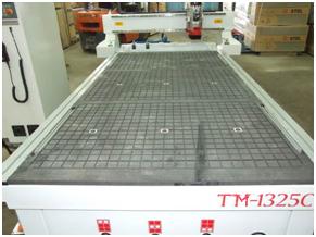 Фрезерный станок с ЧПУ TM-1325C вакуумный стол